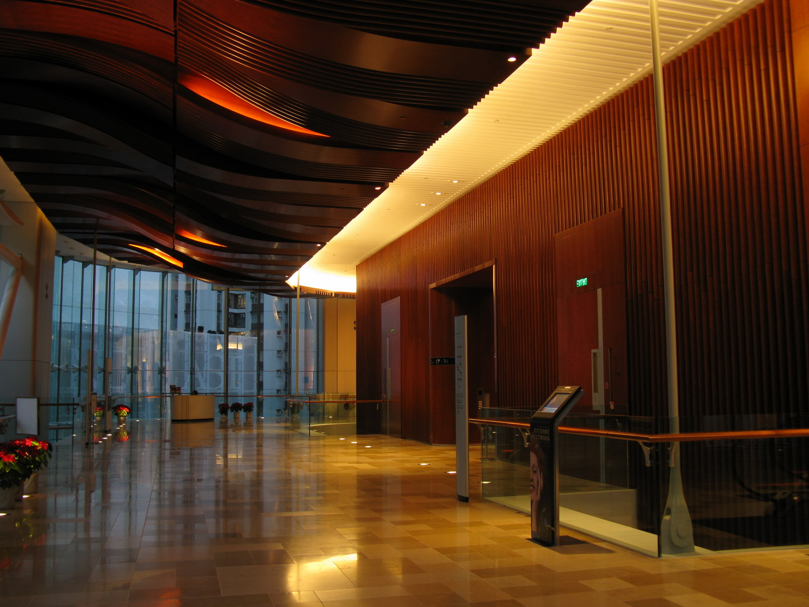 One_Island_East_1F_Grand_Lobby_topfloor